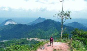 Puncak Sempur, Destinasi Wisata Pilihan Menyejukan Pikiran di Karawang (Foto : Rudi Nazar)